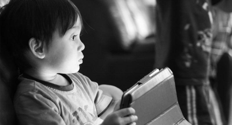 Wpływ urządzeń wysokiej technologii na rozwój mózgu dziecka